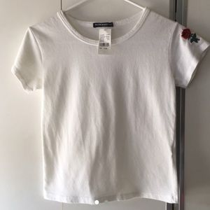 ✨NWT Brandy Melville Rose Embroidered Tee✨